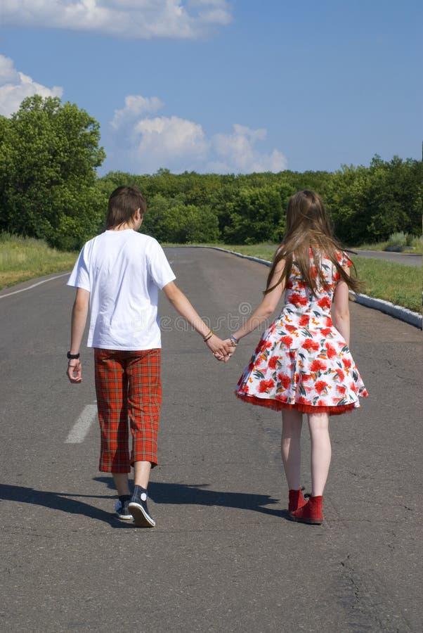 Couples de marche photos libres de droits
