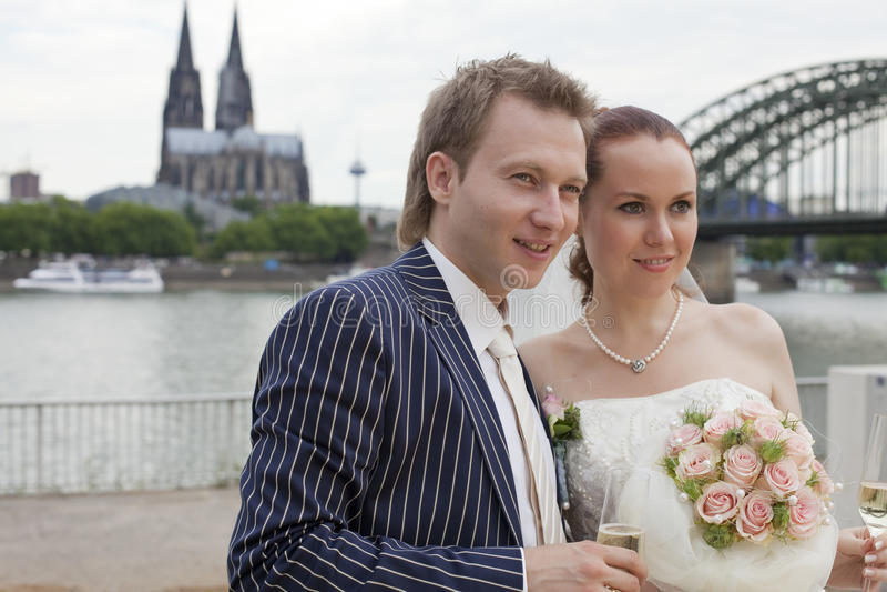 Couples de mariage dans le cologne photo libre de droits