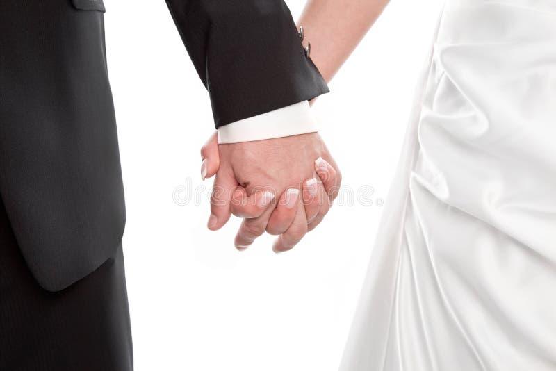 Couples de mariage jugeant des mains d'isolement sur le blanc. photos stock