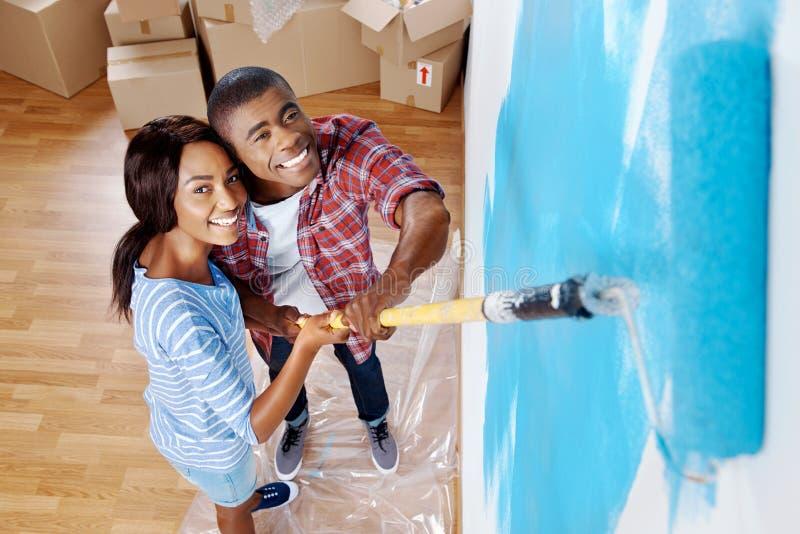 Download Couples de mur de peinture photo stock. Image du heureux - 45369238
