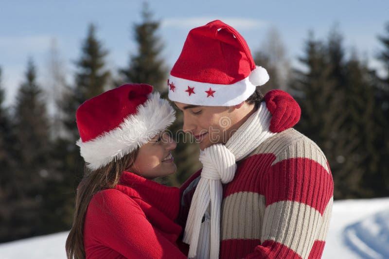 Couples de Noël dans l'amour photo libre de droits