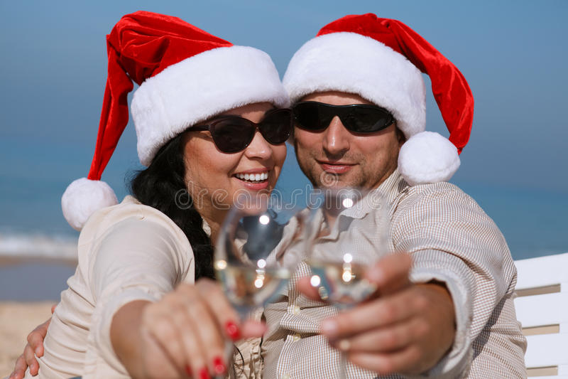 Couples de Noël sur une plage image libre de droits