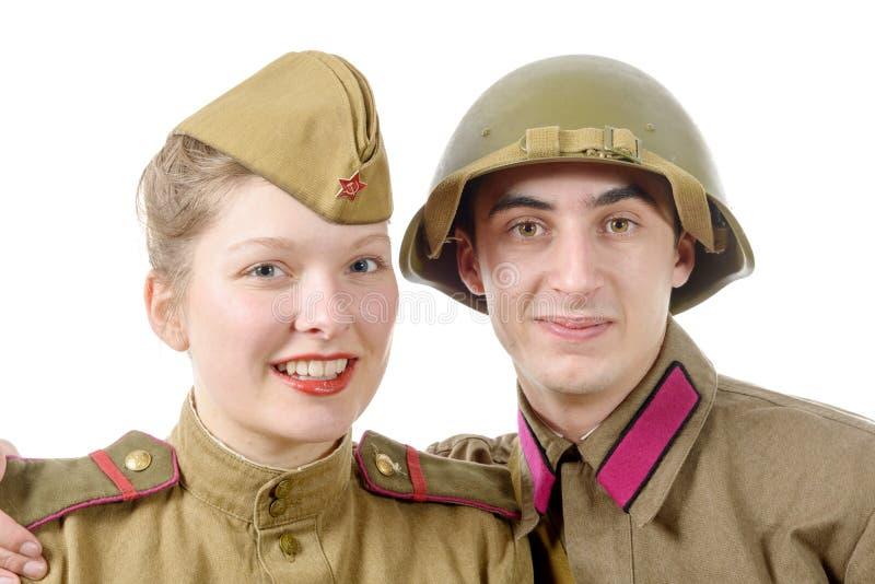 Couples de portrait dans l'uniforme militaire russe photographie stock libre de droits