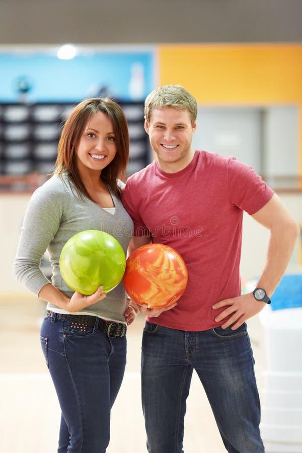 Couples de sourire image stock