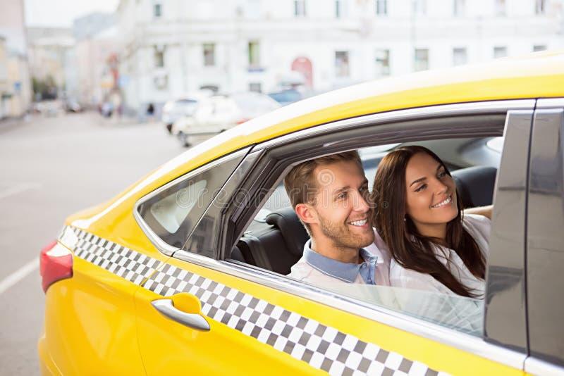 Couples de sourire images libres de droits