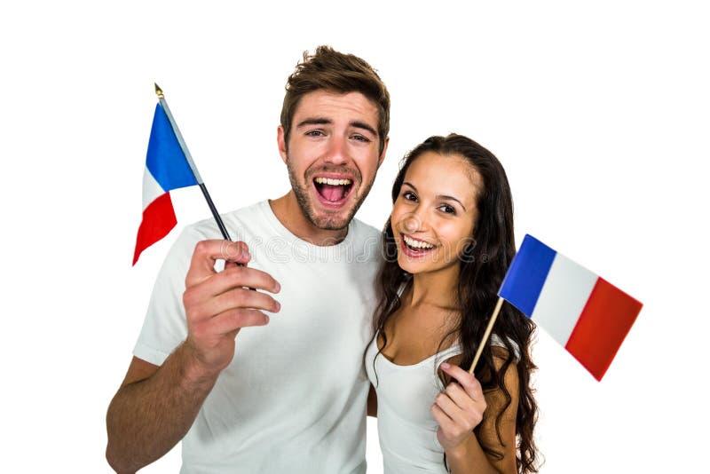Couples de sourire tenant le drapeau français photographie stock libre de droits