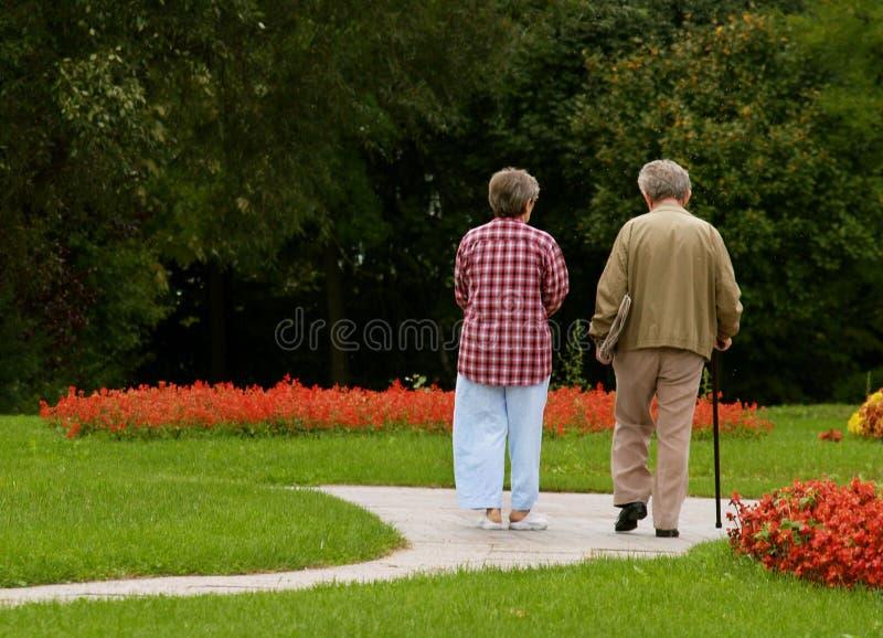 Couples de troisième âge/pour toujours ensemble photos stock