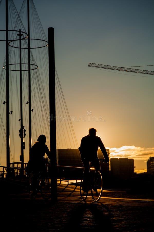 Couples de vélo à Copenhague photographie stock