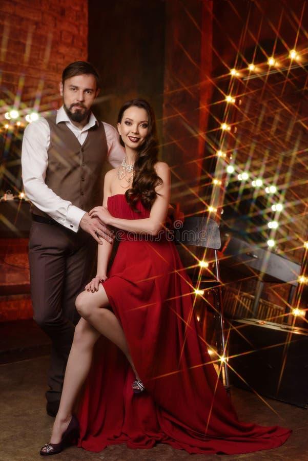 Couples des acteurs dans le vestiaire photographie stock