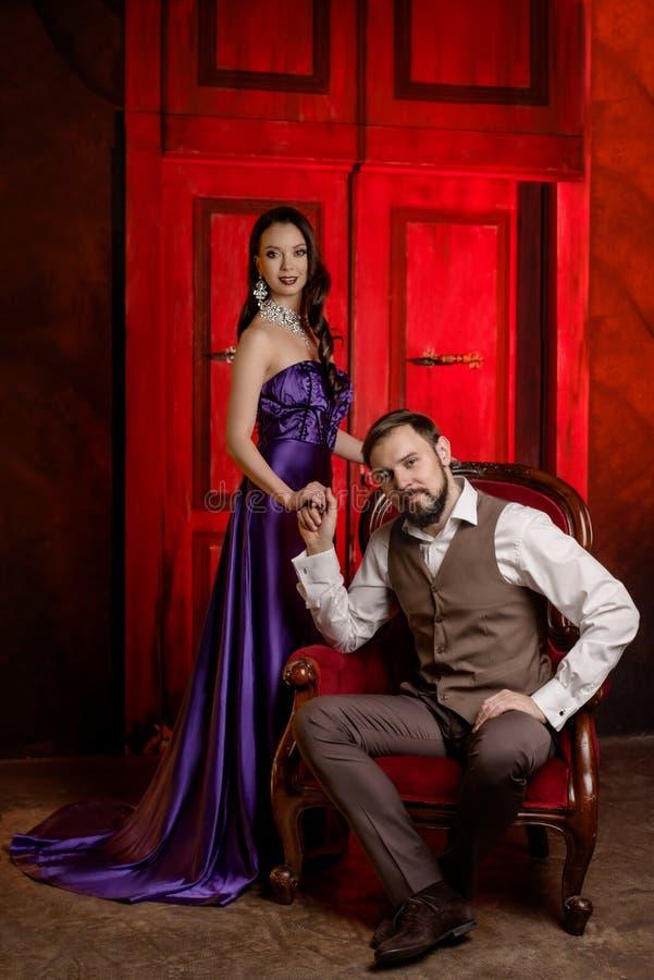 Couples des acteurs dans le vestiaire image stock