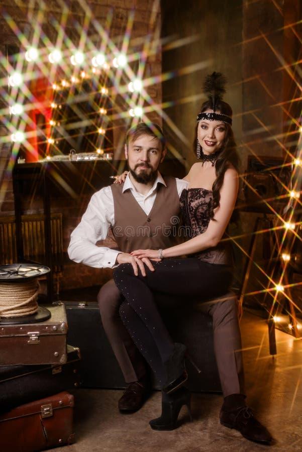 Couples des acteurs dans le vestiaire photos stock