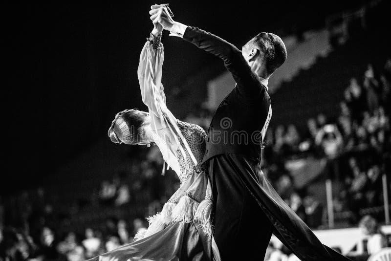 Couples des danseurs photo stock