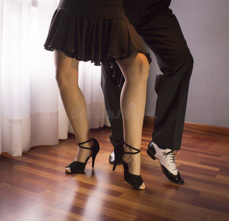 Couples des danseurs Danse de Salsa images libres de droits