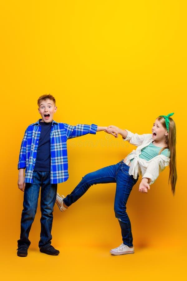 Couples des enfants image libre de droits