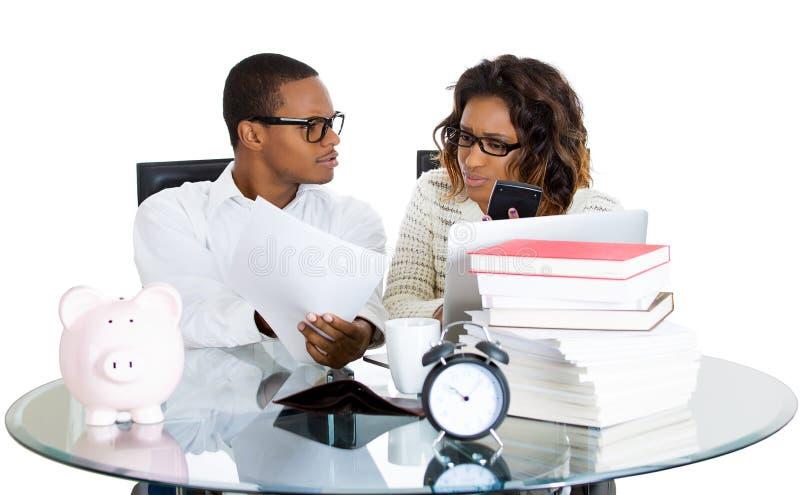 Couples discutant la question financière image stock
