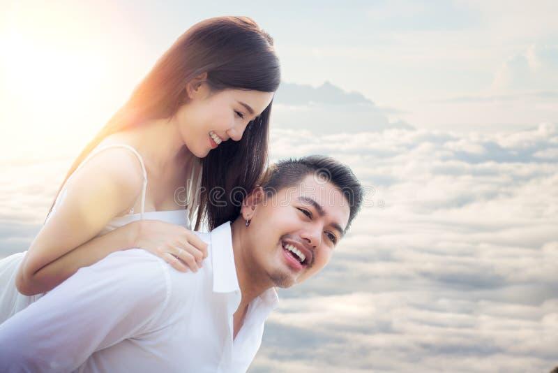 Couples doux asiatiques images libres de droits