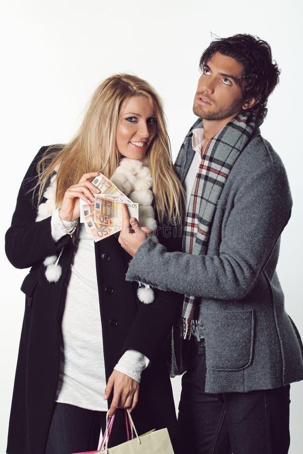 Couples drôles prêts pour l'achat photos stock