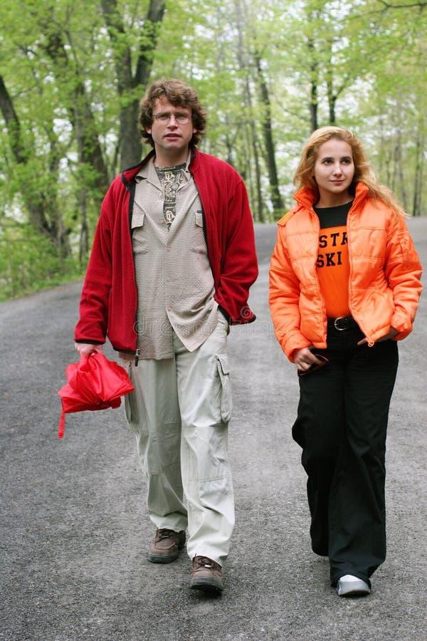 Couples en stationnement images libres de droits