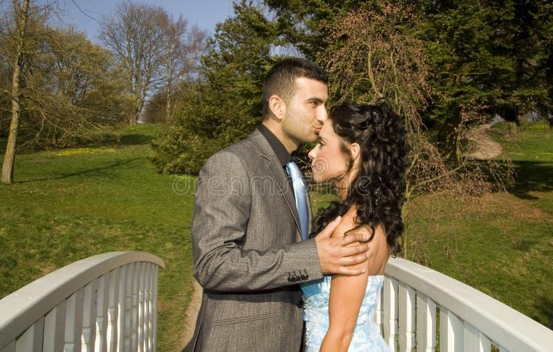 Couples ethniques de mariage d'enclenchement de Turkisk image stock