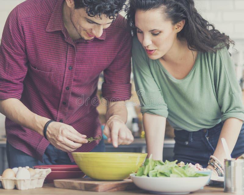 Couples faisant cuire le concept de Liefstyle de passe-temps images stock