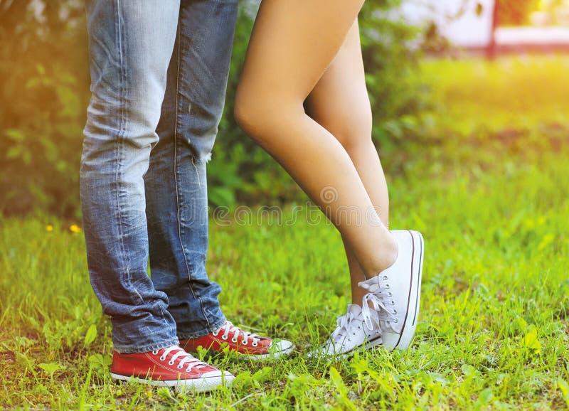 Couples frais à la mode, jambes photos stock