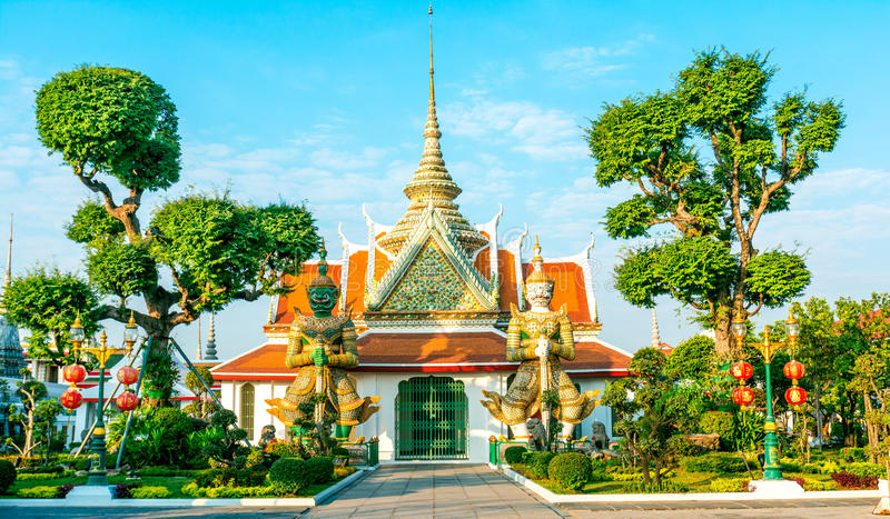 Couples of giant in front of buddha temple church ,at Wat Arun B stock images