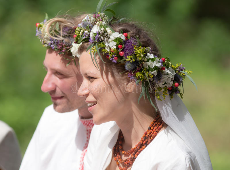 Download Couples heureux image stock. Image du nature, marié, couples - 56482961