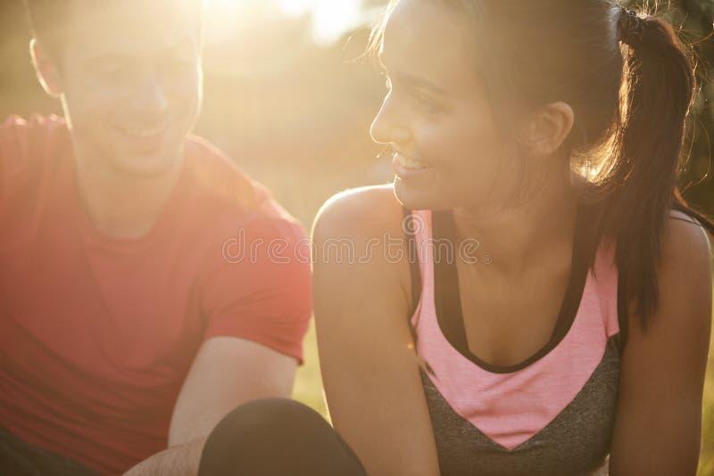 Couples heureux après la séance d'entraînement images stock