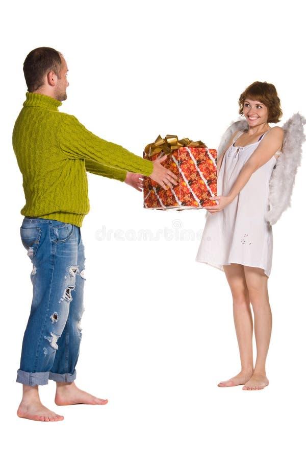 Couples heureux célébrant des vacances photo stock