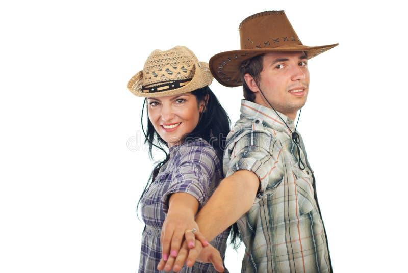 Couples heureux dans des chapeaux de cowboy photo libre de droits