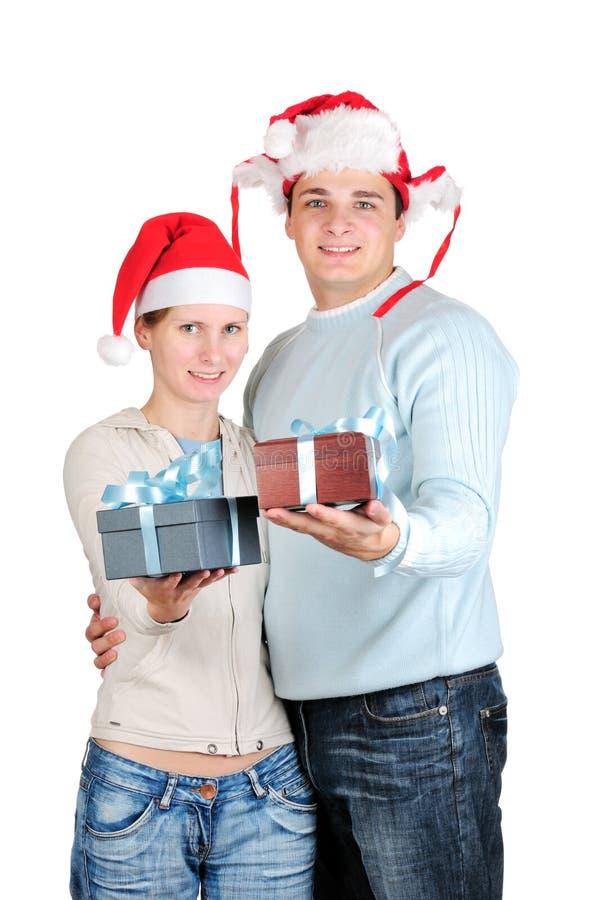 Couples heureux dans des chapeaux de Santa images libres de droits