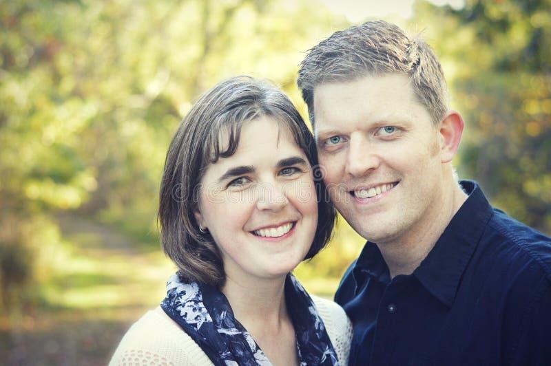 Couples heureux dans l'amour image libre de droits