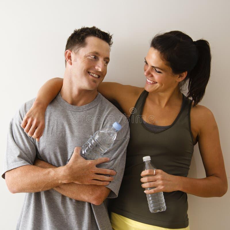 Couples heureux de forme physique images libres de droits