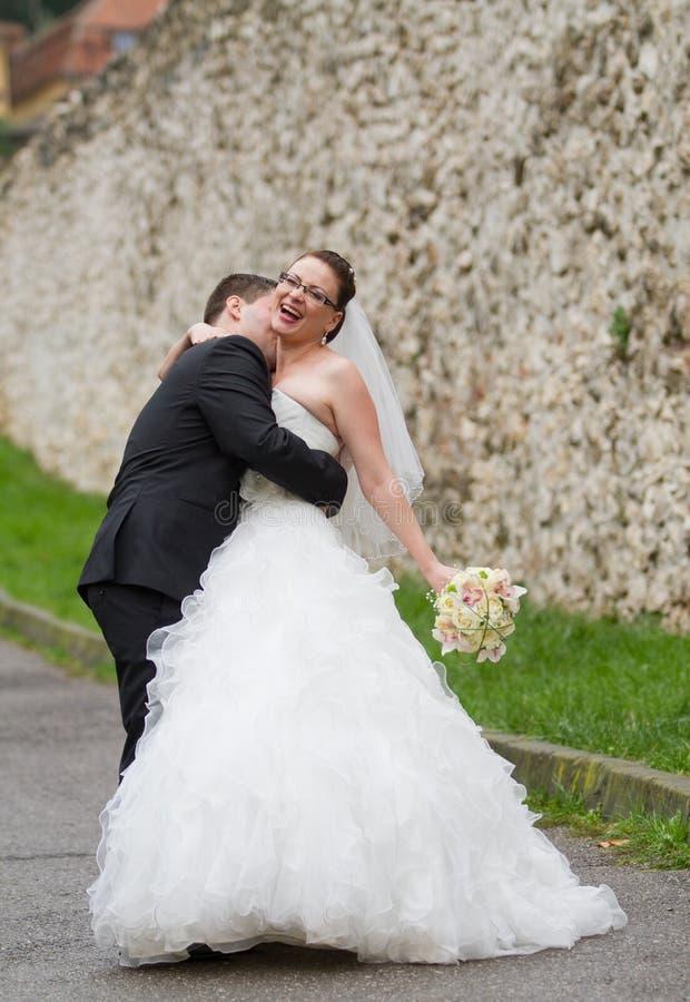 Couples heureux de mariage photo libre de droits