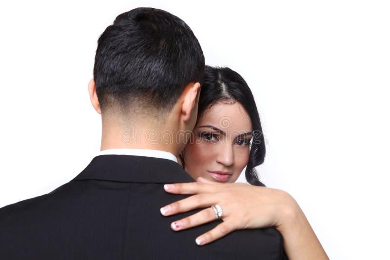 Couples heureux de mariage dans l'amour images stock