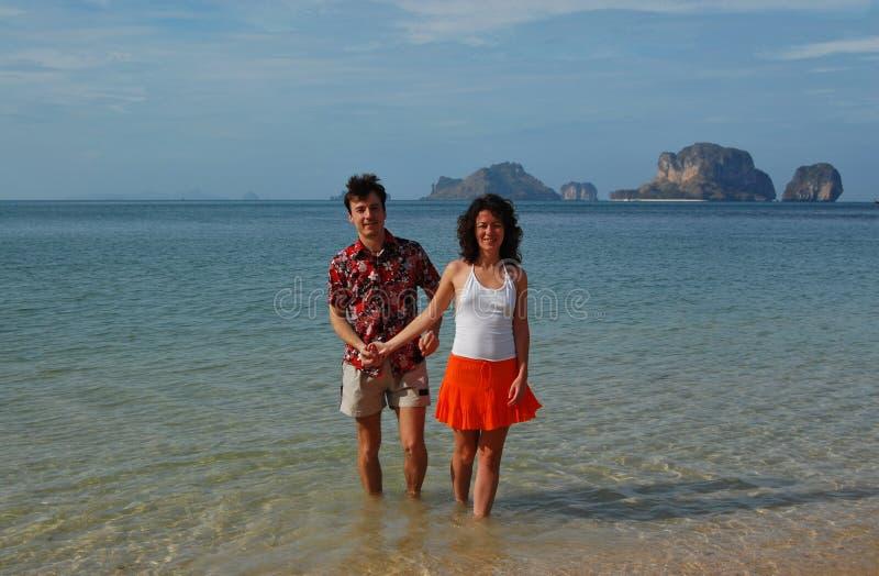 Couples heureux des vacances rêveuses image libre de droits