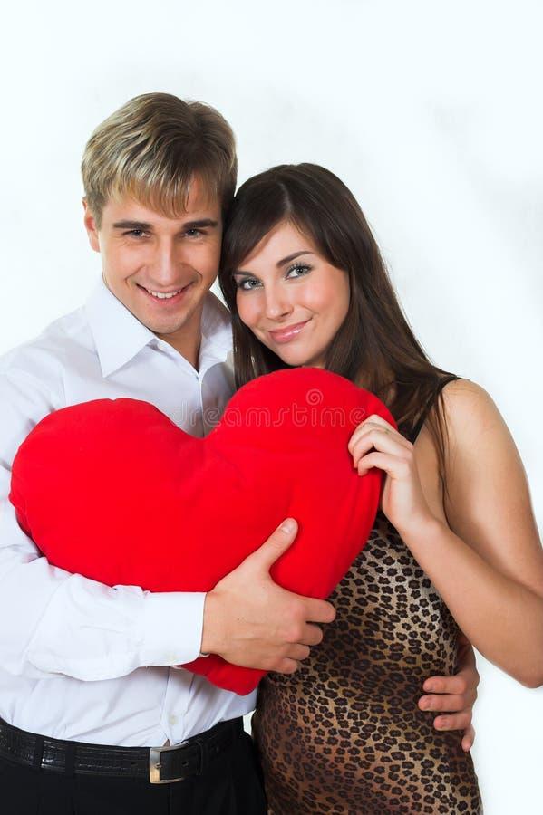 Couples heureux souriant au-dessus d'un fond blanc image stock