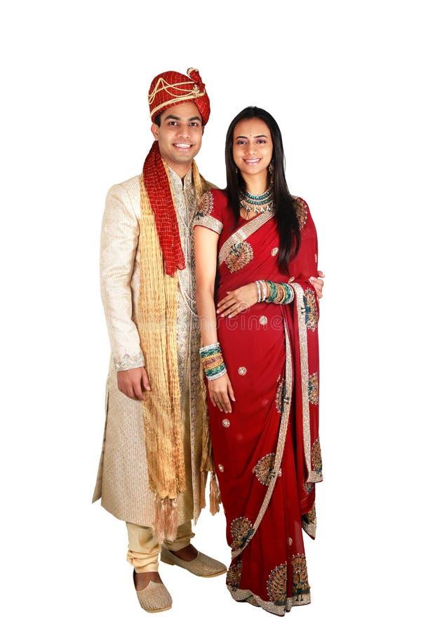 Couples indiens dans l'usure traditionnelle. photographie stock