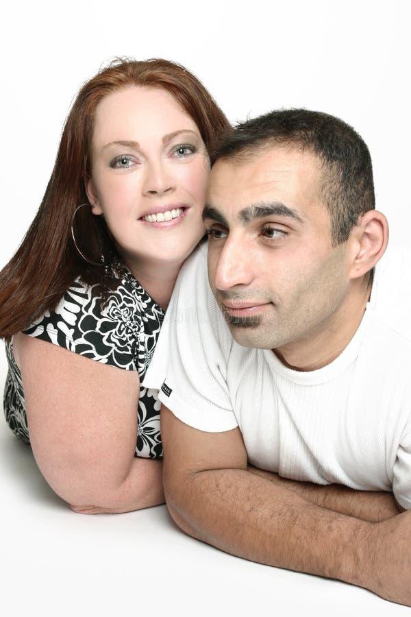 Couples interraciaux heureux image stock