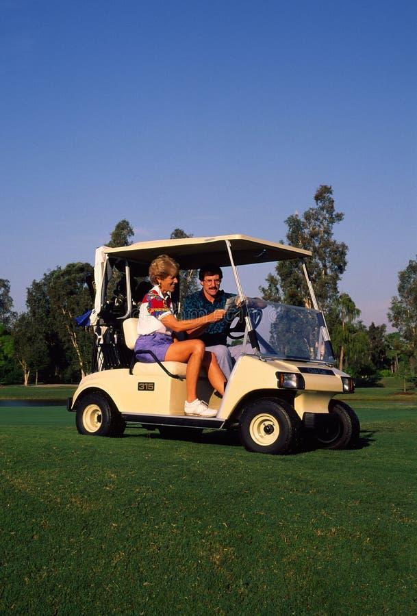 Couples jouant au golf 3 images libres de droits