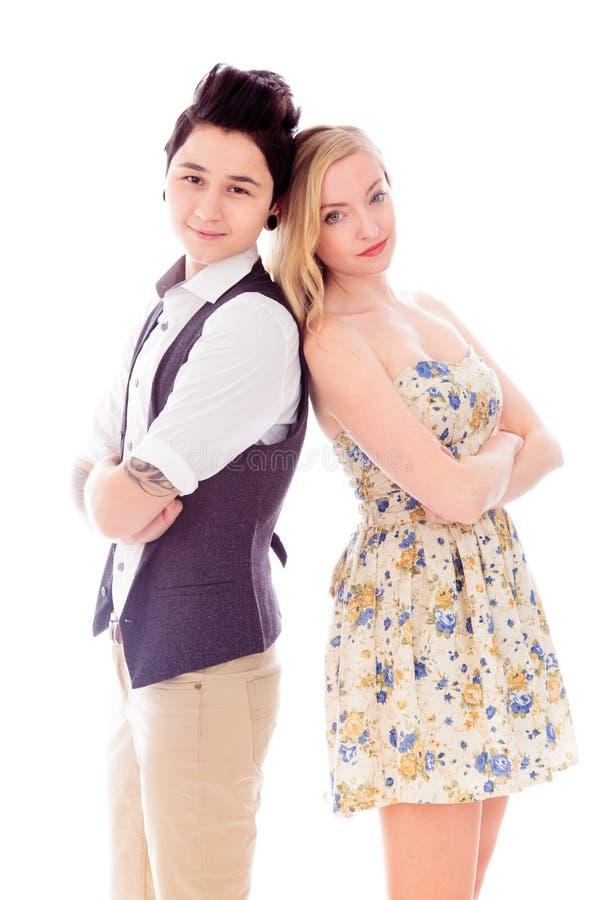 Couples lesbiens se tenant avec de nouveau au dos avec leur crosse de bras photos stock