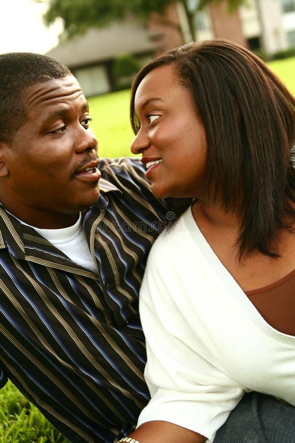 Couples Lookin d'Afro-américain image libre de droits