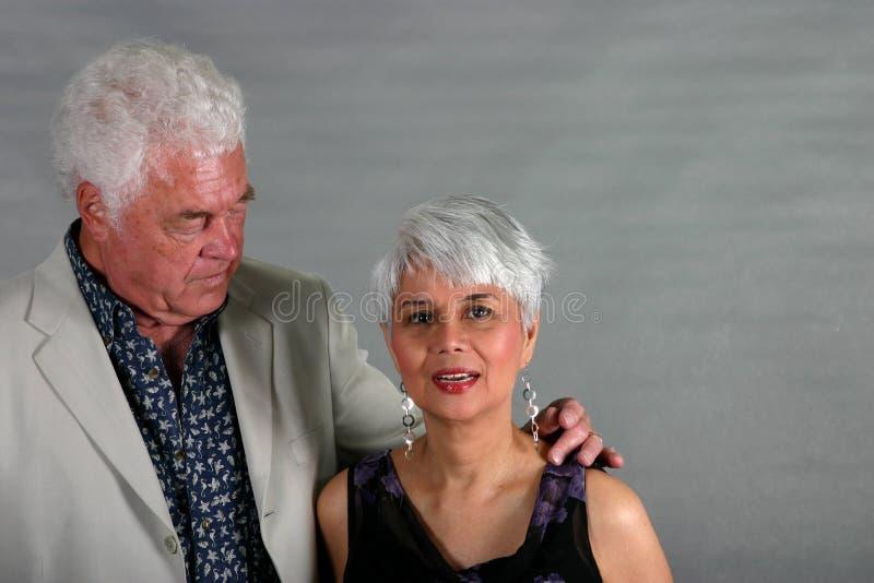 Couples mûrs attrayants photographie stock libre de droits