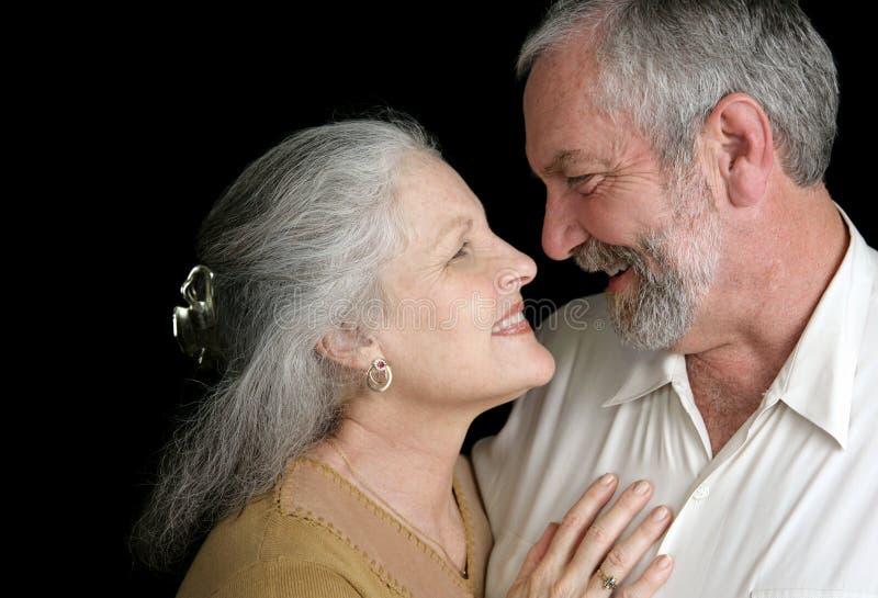Couples mûrs - bonne chimie image libre de droits