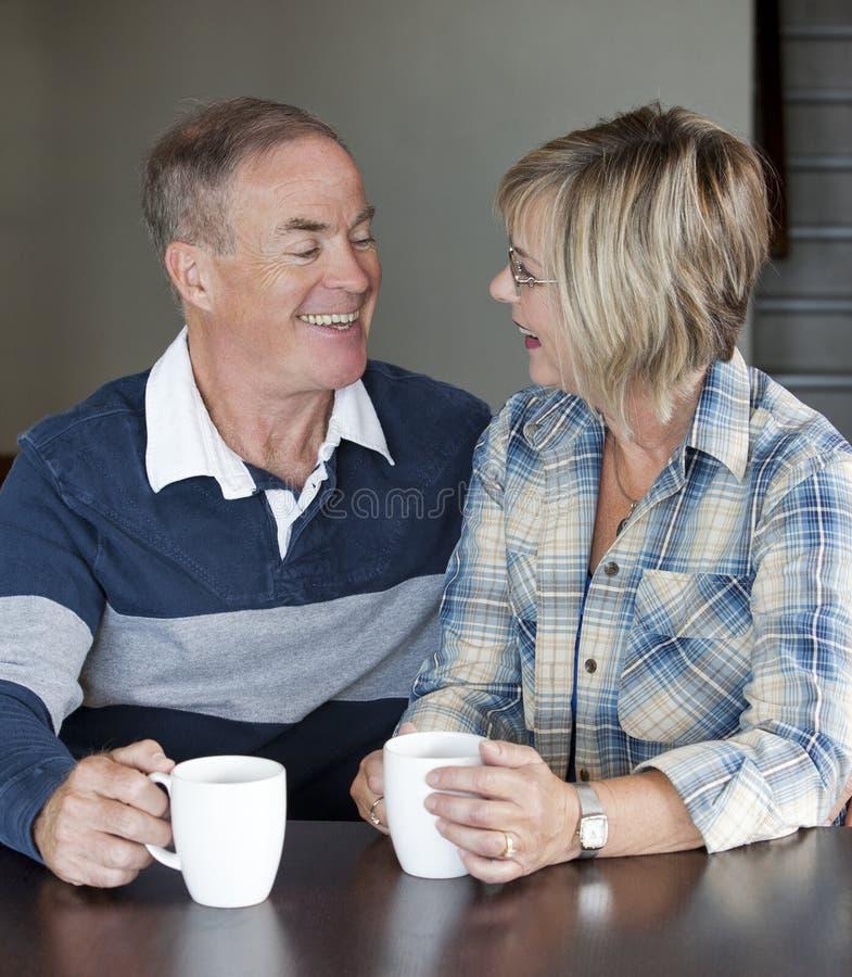 Couples mûrs ensemble image stock