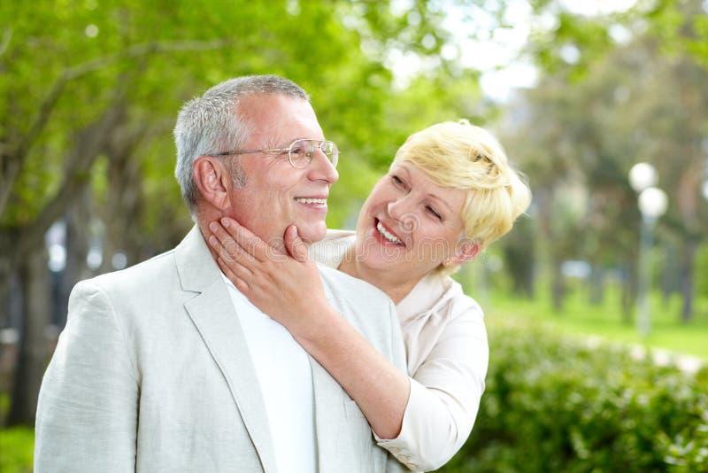 Couples mûrs heureux images libres de droits