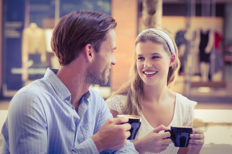 Download Couples Mignons Regardant L'un L'autre Image stock - Image du people, insousiant: 56489611