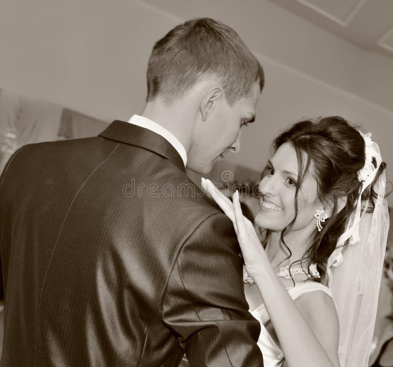 Couples neuf-mariés de danse image libre de droits