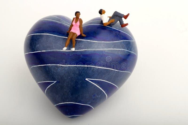 Couples noirs dans l'amour - miniatures photo stock