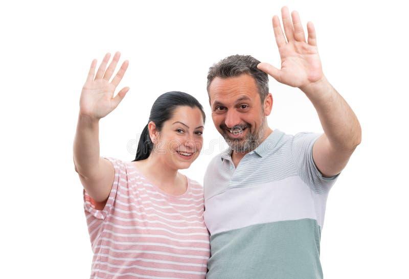 Couples ondulant en tant que geste de salutation photographie stock libre de droits